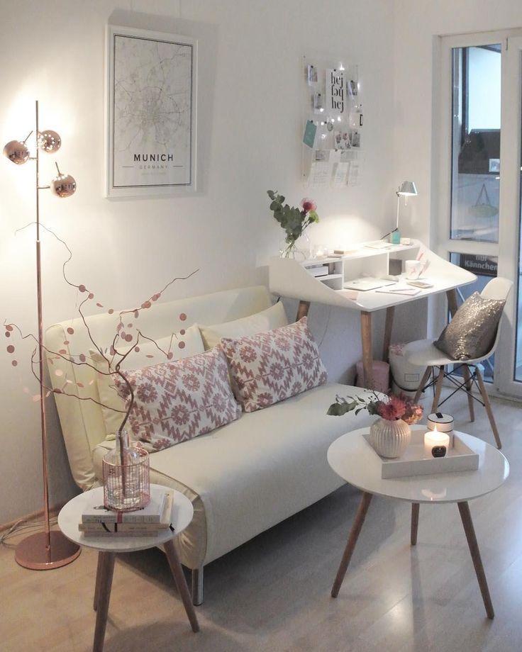 Innenarchitektur des Herbstes mit Sofa und Schreibtisch   – Sofa ♡ Wohnklamotte
