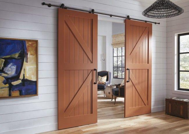 Светло-коричневые межкомнатные двери в деревенском стиле