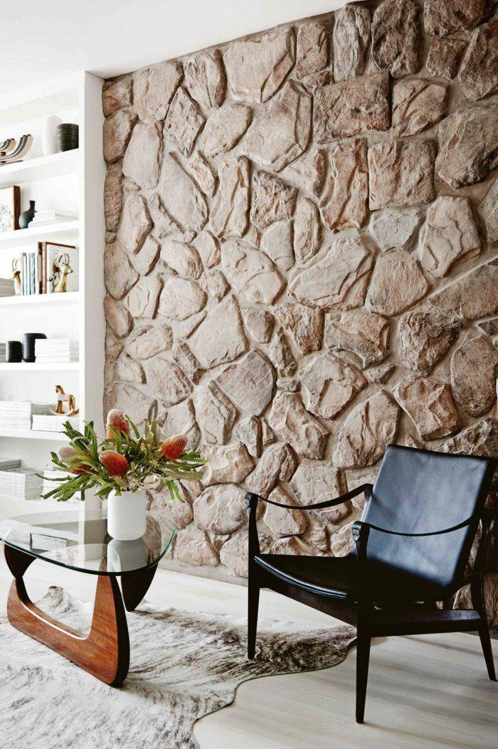 Wohnzimmer Steinwand Erholungsbereich Fellteppich