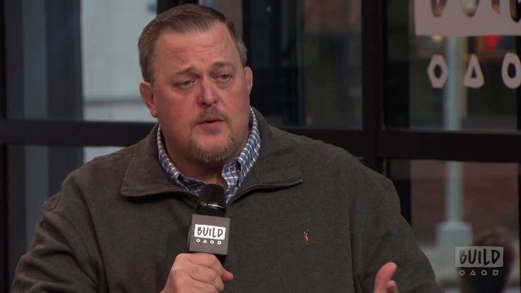 Billy Gardell Talks About Working With Melissa McCarthy