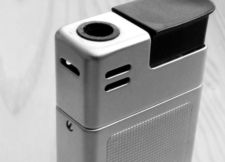 Vintage Braun Mach 2 Pocket Lighter designed by Dieter Rams and Florian Seiffert (1971). More images on the source website.