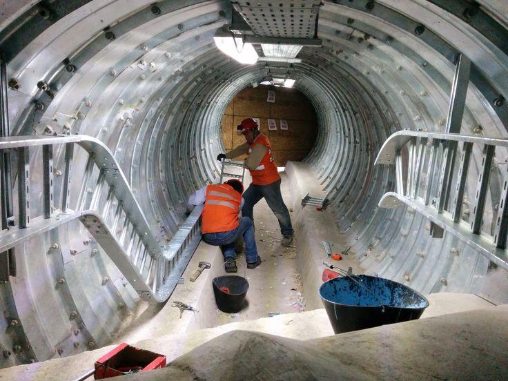Operarios durante la construcción de la línea 3 y 6 del Metro de Santiago de Chile.// Operators during the construction of the line 3 and 6 of Santiago de Chile subway. #Ferroviaria #Construcción  #railway #construction #manufacturing