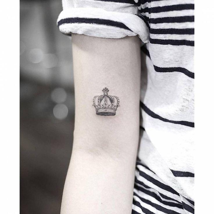 Fine line queen crown tattoo on the right bicep. Tattoo Artist: Woori