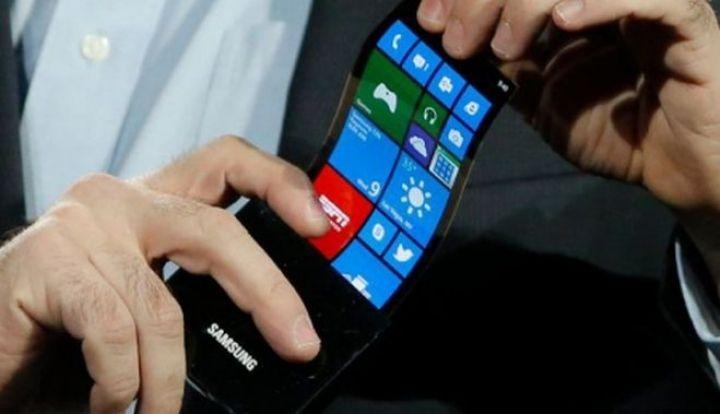 Samsung va lansa curand un telefon cu ecran curbat