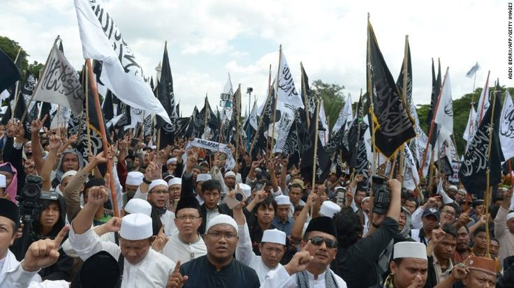 Indonesians hold a demonstration in support of Muslim clerics at the National Monument in Jakarta on February 5, 2017.