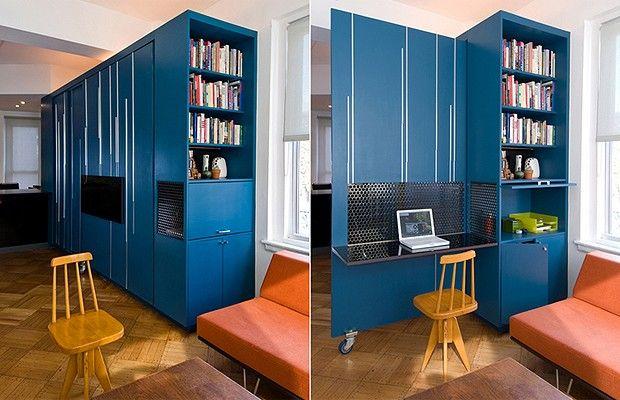 Cama, criado-mudo, estante, escrivaninha, guarda-roupa, aparador e bancada da cozinha ficam reunidos em estrutura multiuso. Entenda como a solução transformou apartamento minúsculo