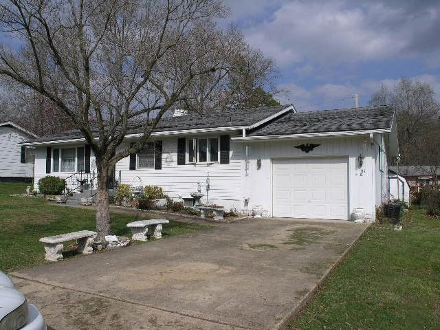 Houston mo neat 3 bedroom 2bath ranch 1400 sq ft home for Houses in houston with basements