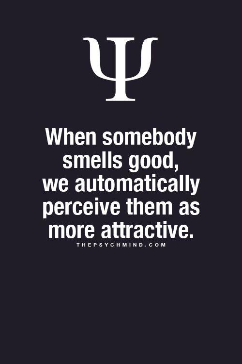 Quand quelqu'un sent bon, automatiquement nous les percevons comme plus attrayants.