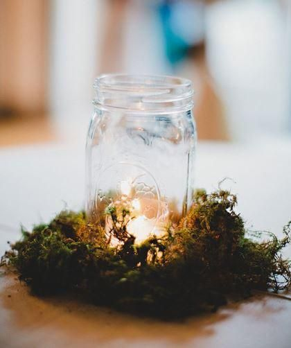While this is a very simple and easy decoration, it doesn't fail to fit into the enchanted forest theme. The moss and the candle help to creat that mood.