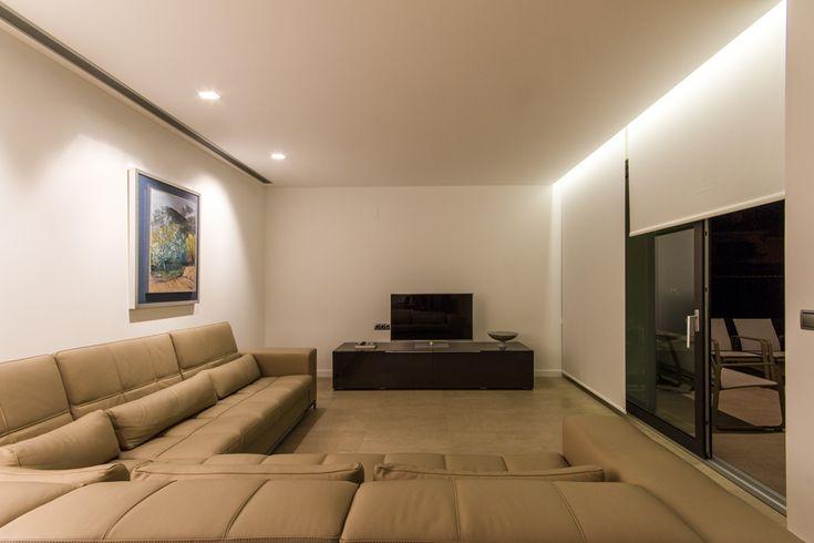 Iluminación de salón con luces indirectas