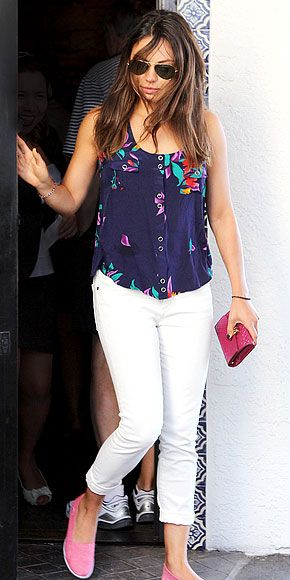 Want to pack in as many white jeans wears as you can pre-Labor Day? We love how Mila Kunis styled hers here. http://www.peoplestylewatch.com/people/stylewatch/gallery/0,,20614935,00.html#: White Skinny, Celebrity Style, Kunis Photos, Milakuni, Mila Kunis Fashion, Flats Shoes, Mila Kunis Style, Pink Flats, White Jeans