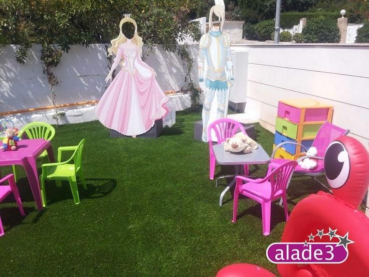 Los invitados más minis también tienen su espacio lúdico con actividades propias de su edad. Pintacaras, talleres de manualidades, mini hinchables...    www.alade3.es
