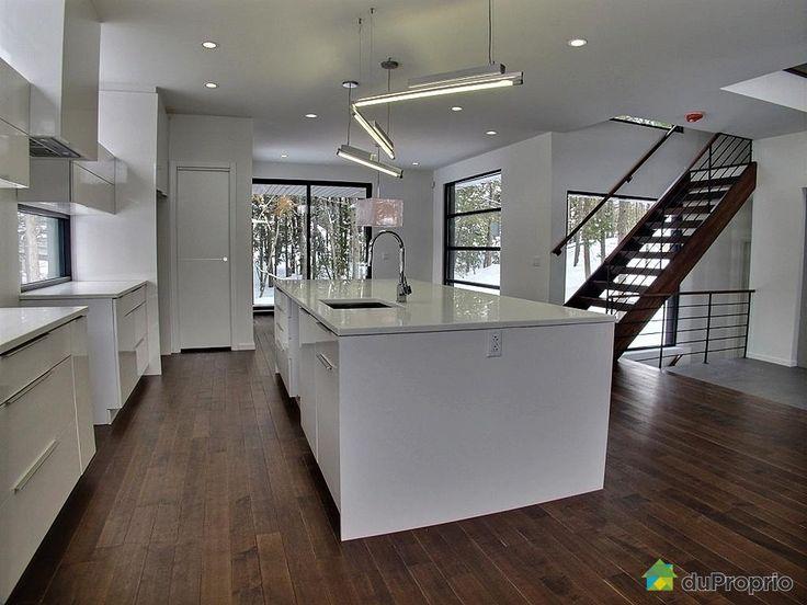 Belle résidence à Mirabel à voir - Chauffage central électrique avec thermopompe- Échangeur d'air- Dalle chauffante pour le sous-sol- Isolation supérieure (norme LEED)- 85% des lumières sont au LED- 3 douches céramiques avec drain linéaire- Sous-sol fini- Tous les comptoirs sont en quartz- Toutes les armoires sont en bois ou stratifié- Escalier sans contremarche- Garage 1 1/2 avec comptoir- Balayeuse...