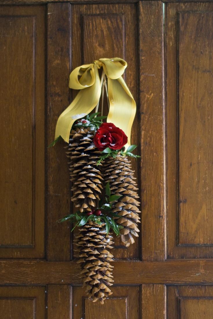 56 best pinecone crafts images on pinterest pine cones for Pine cone door decoration