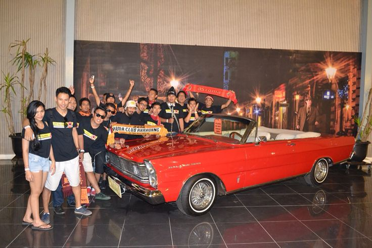 Another photo spot at Museum Angkut. Nice car!