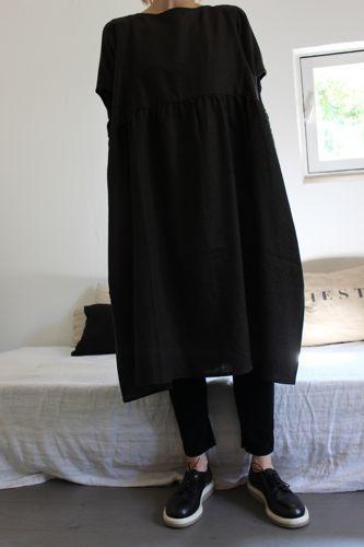 Robe en laine marron noir