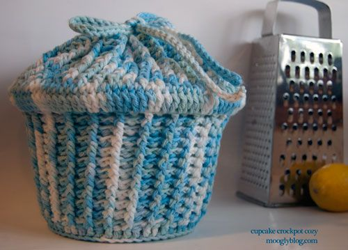 Cupcake Crockpot Cozy - keep your slow cooker crock warm and safe with this free crochet pattern.