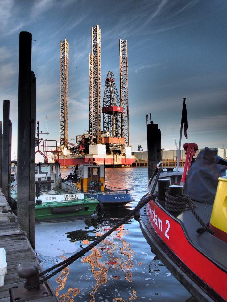 Booreiland in haven van IJmuiden.