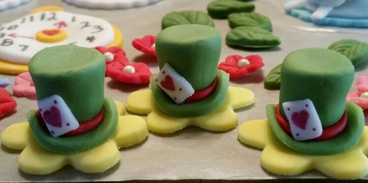 Mad Hatter's Hat for Mad Hatter's Tea Party fondant cupcake toppers.