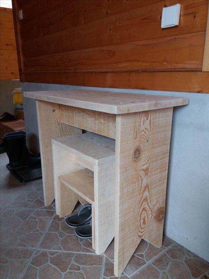 Allzweck-Hocker auf Tischhöhe, Sitzhöhe und etwas tiefer für beispielsweise den Holzofen zu reinigen, etc.