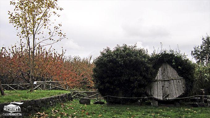 Il giardino dell'agriturismo Case Perrotta in autunno