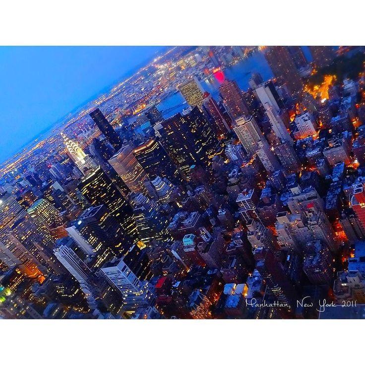 Empire State Bldg 86階より #Manhattan / #NewYork #NY #NYC #America #empirestatebuilding #86thfloor #July #2011  #studyabroad #worldtrip #summer #tflers #tbt  #throwbackthursday #photooftheday #320m #nightview #マンハッタン #ニューヨーク #アメリカ #留学 #海外 #海外生活 #海外大好き #旅行 #観光 #エンパイア #展望台 by worldtrip375