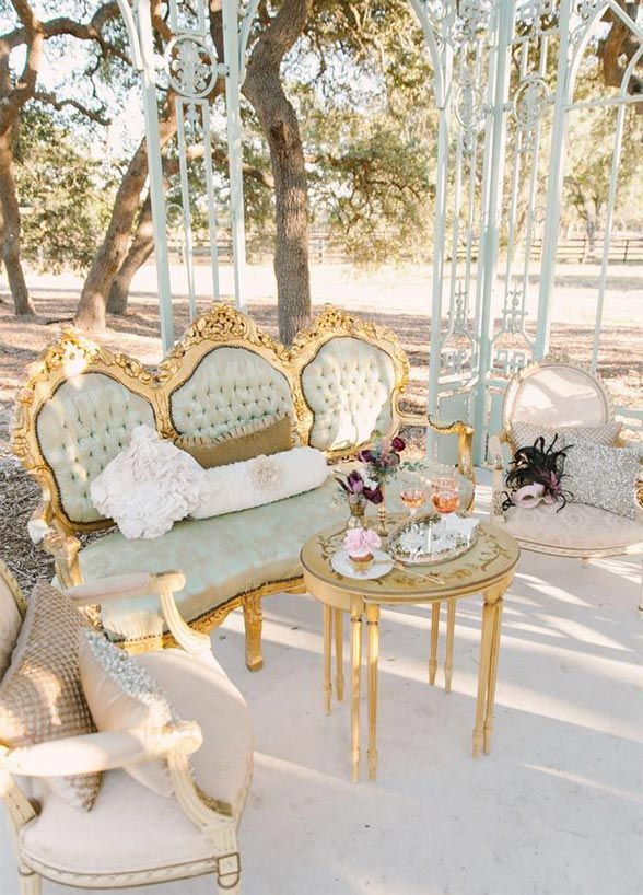 A chic living room concept looks even better when set outside. Don't forget to style your space, throw pillows will become your new best friend!