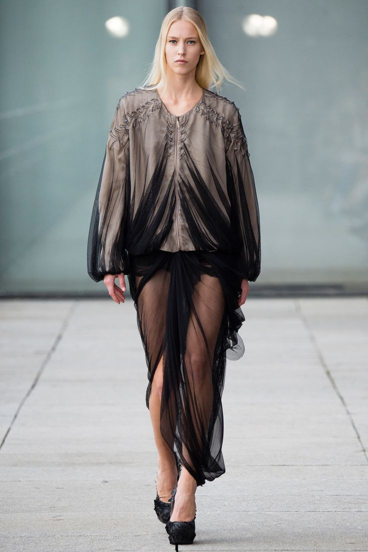 Iris van Herpen Spring 2015 Ready-to-Wear Fashion Show - Eva Berzina (Women)