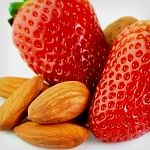 Atkins-friendly snacks to get you through the day: Almonds and Strawberries. Only 5.8g Net Carbs.