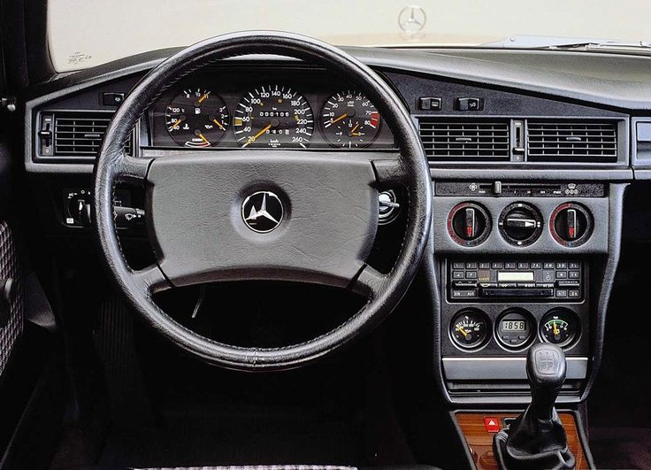 Mercedes benz 190e lovin dat classic interior of the 90s for Interieur mercedes 190d