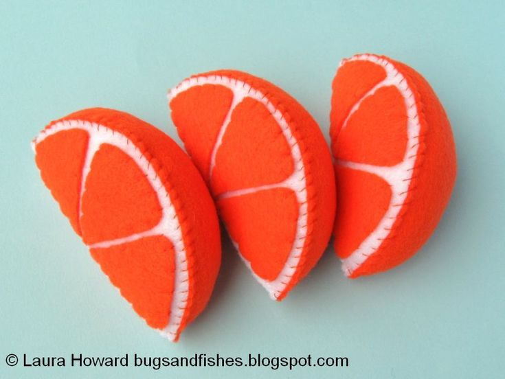 Sew some felt fruit! Make decorative apple and orange slices with this free DIY tutorial