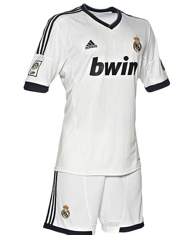 La primera equipación del Real Madrid