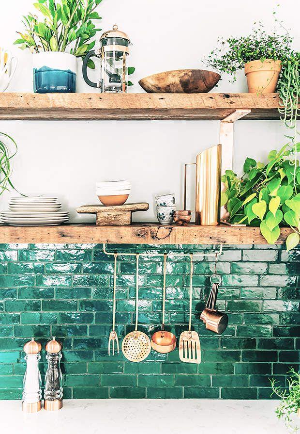 Cuisine bohème en Vert émeraude, zelliges