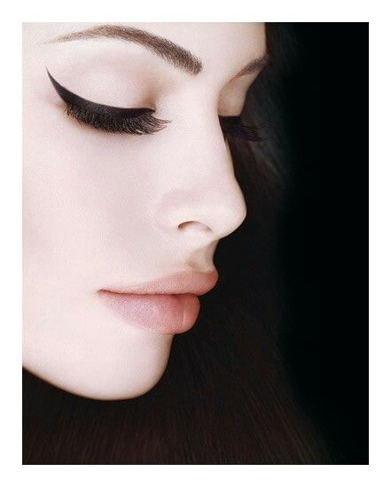 Amazing eyeliner with soft pink lip for daytime look <3 Without false lashes for  a more subtle look