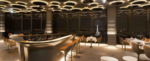 """Le Ciel de Paris : vue sur le ciel de Paris Au dernier étage de l'infernale tour, une brasserie chic, à la déco un peu grisâtre, offre une cuisine par Christophe Marchais (formé chez Ducasse) assurément """"terroir"""". Si vous n'avez pas réservé votre table prêt de la vitre, le prix de la formule dej sera un vrai réconfort. Prix : 29 € pour la formule déjeuner, de 70€ à 95€ à la carte. Réservez ce restaurant Adresse : Tour Montparnasse, 56e étage, place Raoul Dautry/33, avenue du Maine, Paris…"""