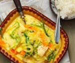 Sej med curry och kokosmjölk
