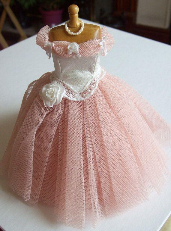 Rosa net Ballkleid auf die Schaufensterpuppe 1: 12 Puppenhaus Miniatur handgemacht