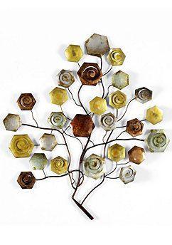 Een kunstuiting in de vorm van een tak met rozen.