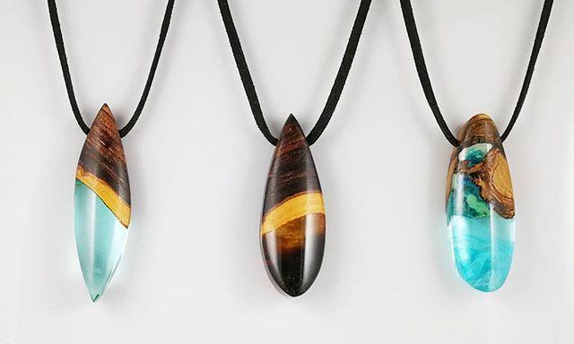 Simplicity . Handmade wood & resin pendant . El yapımı ahşap & reçine kolye (SATILDI) Sipariş / Bilgi DM #handmadejewelry #oneofakind #wood #simplicity #resin #resinart #unique #bohemian #bohostyle #boho #happy #gift #elyapımı #ahşap #reçine #hediye