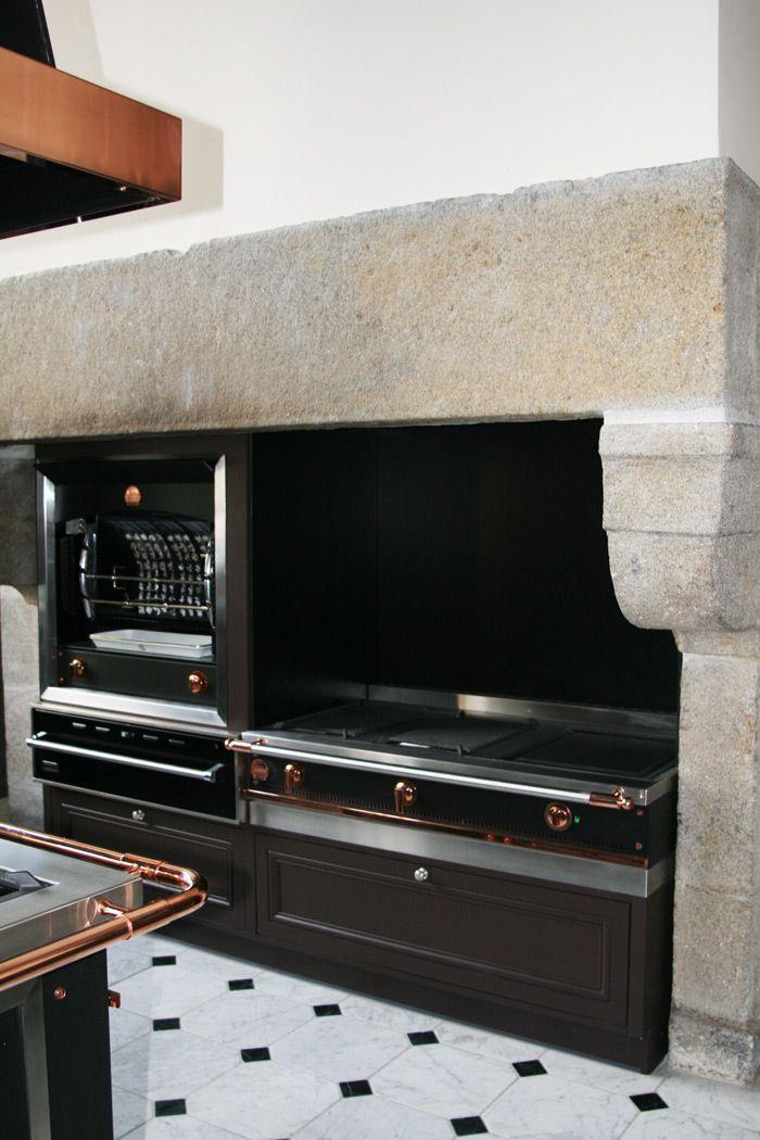 Une cuisine de malouini re dans le style la cornue rotissoire flamberege da - Customiser une cheminee ...