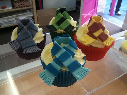 harry potter scarf cuppies: Ideas, House Cupcakes, Potter Party, Hp Cupcakes, Food, Scarfs Cupcakes, Cupcakes Harrypotter, Harrypotter Cupcakes, Harry Potter Cupcakes