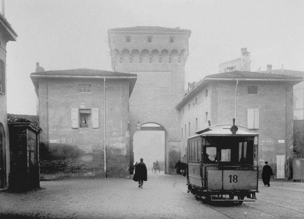 Porta S.Felice dall'interno 1902.Archivio Fotografico Cineteca di Bologna