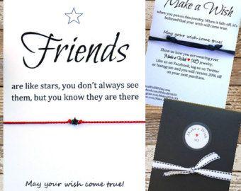 Este listado está para dos pulseras de cuerda encantadora deseo hecho a mano y tarjeta de regalo inspiracional la vida es un viaje mejor viajado con los amigos! Es tradición hacer un deseo cuando se pone en la pulsera. Mantenerla y cuando se cae, se cree que su deseo se hará realidad!  Nota: cuando se seleccione 1 como cantidad, usted recibirá un conjunto de dos pulseras en una tarjeta.  Esto es un gran regalo para un ser querido o para ti mismo. Imagine su sorpresa cuando ven el mensaje…