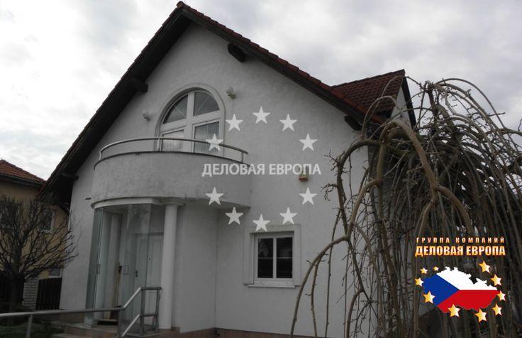 НЕДВИЖИМОСТЬ В ЧЕХИИ: продажа дома, Прага, Formanská, 540 000 € http://portal-eu.ru/doma/realty145/  Представляем Вам кирпичный дом площадью в 254 кв.м с земельным участком площадью 944 кв.м, расположенный в районе Прага - Уезд, который был построен в 1996 году. Дом 2 этажа с подвальным помещением 86 кв.м. В подвале дома находится двойной гараж, прачечная, тренажерный зал, кабинет. На земельном участке находится крытый бассейн с подогревом, и кирпичный садовый домик для посиделок на открытом…