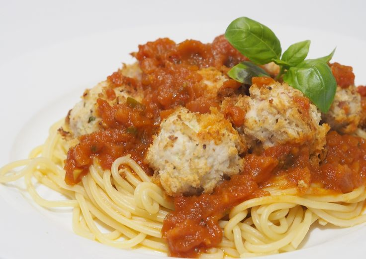 Thermomix Chicken Meatballs in Tomato & Basil Sauce via @organised_house