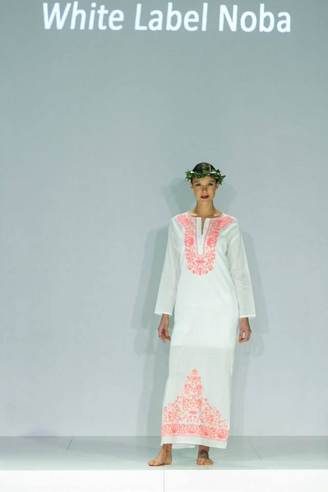 (http://www.notinthemalls.com/products/White{47}Fuscia-Embroidered-Kaftan-Long.html)