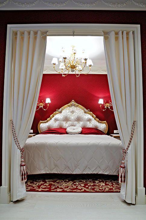 Спальня в классическом стиле.Дизайн загородного дома, дизайн спальни, классический стиль, дизайн интерьера, бордовая спальня, красный в интерьере, кровати, диваны, шторы, ковры, кухня, лестница, роспись, натуральный камень, мрамор, камин.