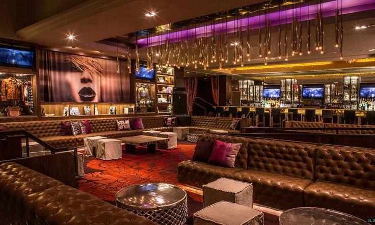 El Hard Rock Cafe es un excelente ejemplo de como usa el Marketing Sensorial ya que al traspasar sus puertas hace q sus clientes se sientan en otro mundo Hotel Hard Rock Cafe - Palm Green San Diego - California Mister Importan Design Firm