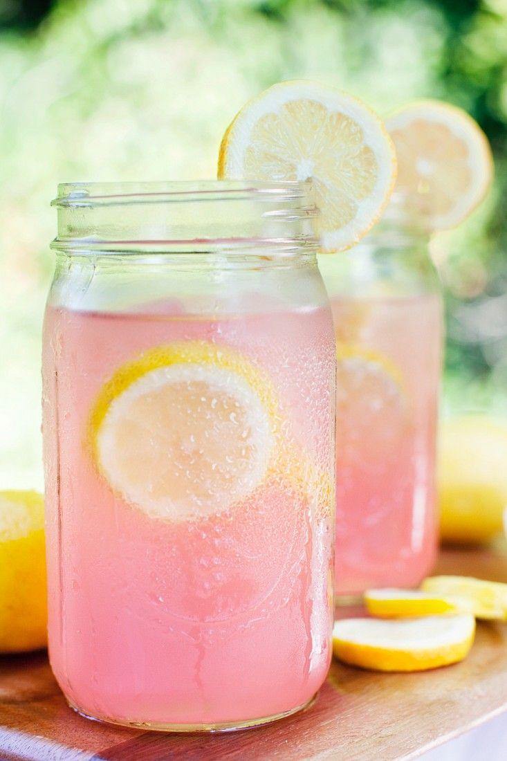 Pinke Limo mit Zitrone