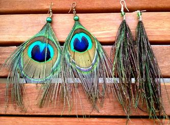 Peacock feather earrings from Bamboo Feather (ethically-sourced feathers!!)